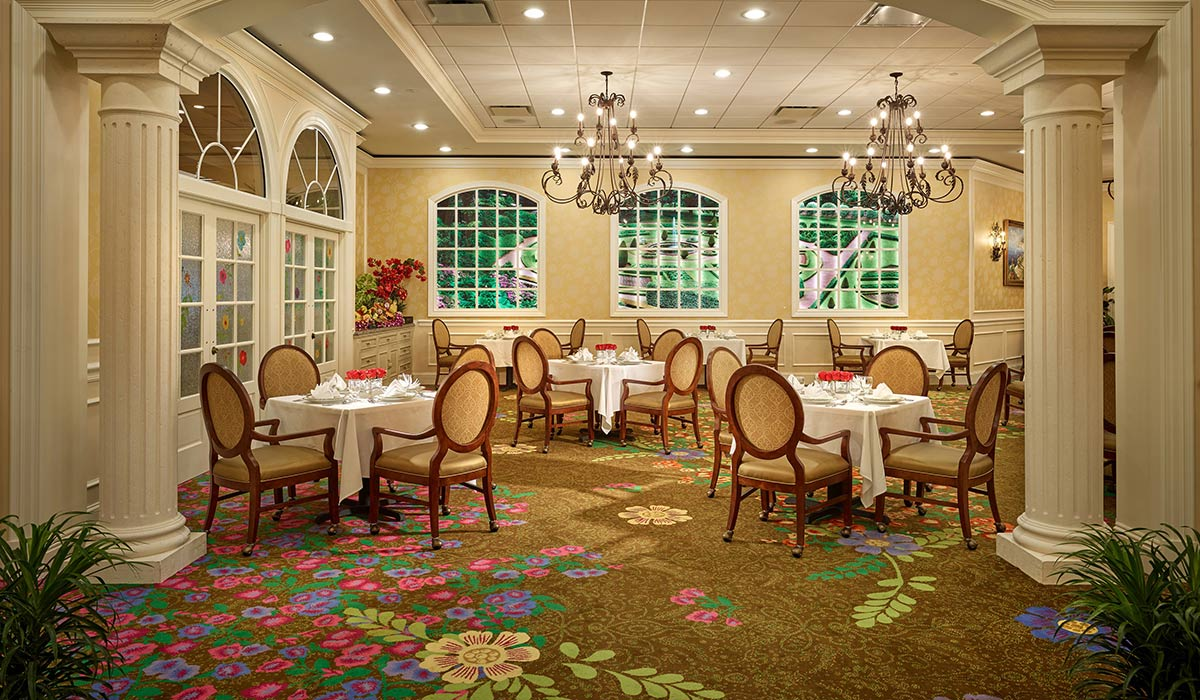 The New Palace Gardens dining room